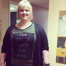 Debbie Lynch-White pose avec son nouveau look!