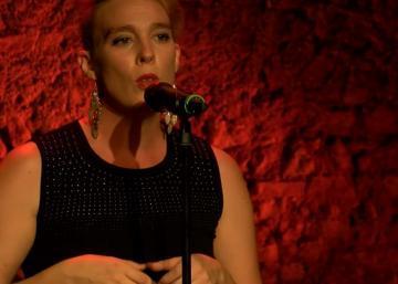 Cette chanteuse en pleine ascension meurt en direct sur scène!