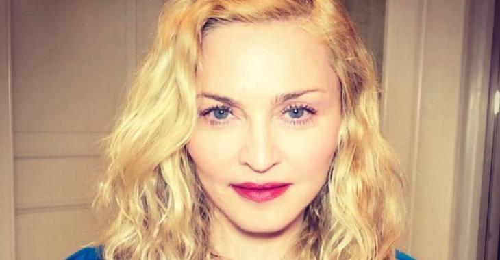 Madonna partage une toute première photo de ses jumelles!