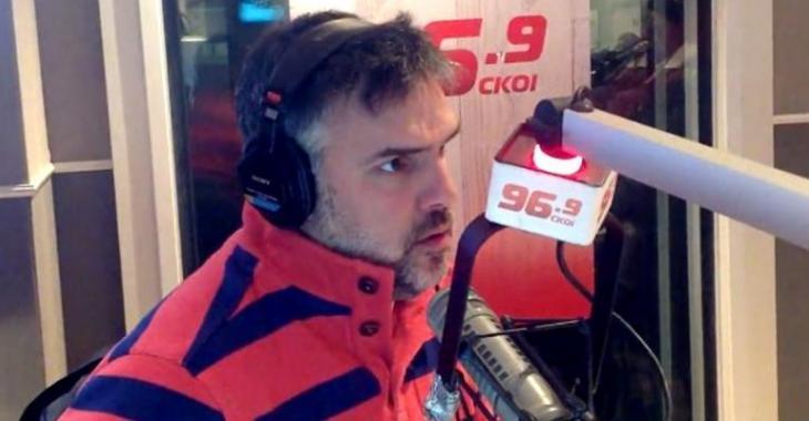 Martin Cloutier pète une coche aux politiciens en direct à la radio et on l'appuie à 100%!
