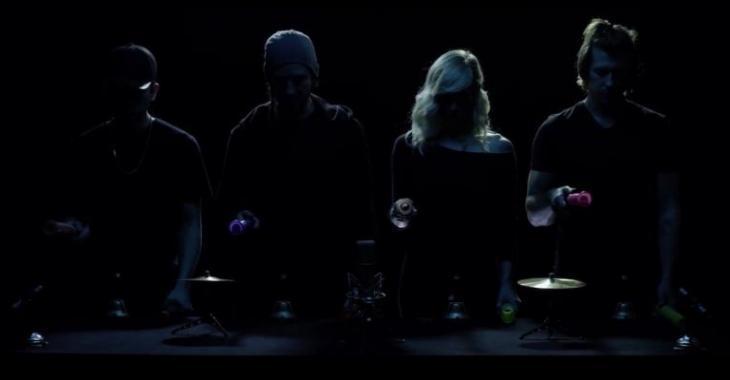 Ils reprennent «Hello» d'Adele, mais quand les lumières s'ouvrent... Vous les connaissez bien!