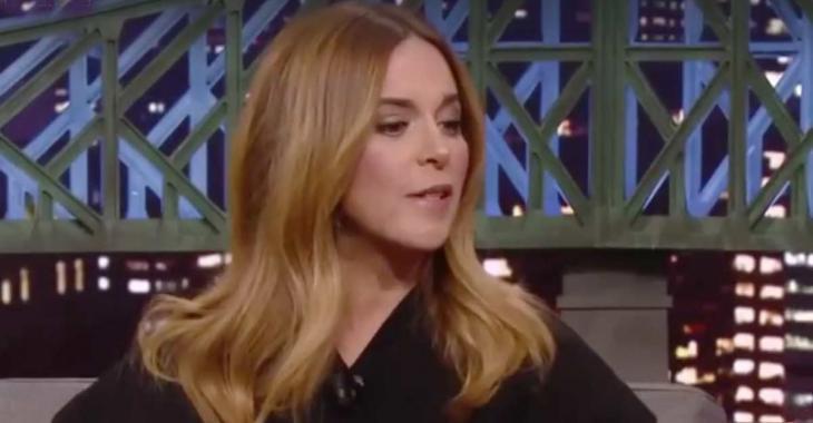 Julie Snyder cause un malaise sur un plateau de télé en rappelant ce populaire animateur à l'ordre...