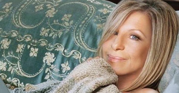 Barbra Streisand sans pantalons à 74 ans sur la couverture d'un magazine