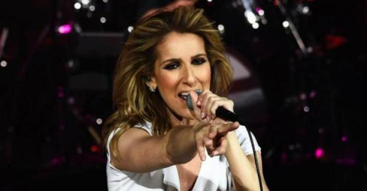 Céline affiche un magnifique look décontracté et on l'adore!