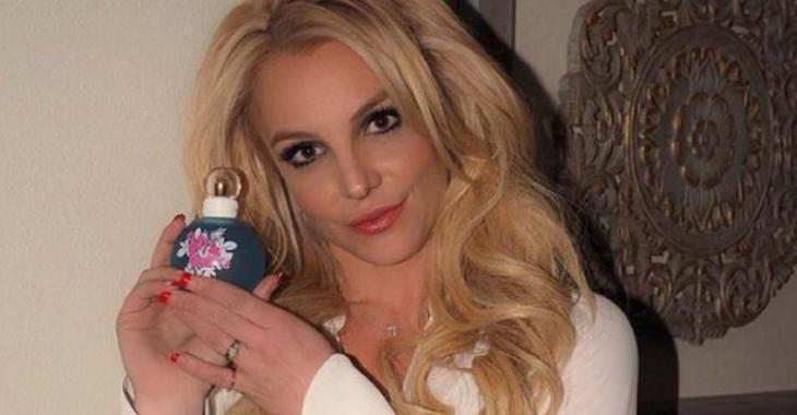 Britney Spears est MÉCONNAISSABLE sur ces photos... Trop de Photoshop?