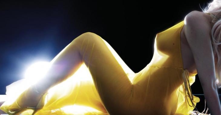 La plus grande vedette de l'heure se dénude dans une séance photo à couper le souffle!