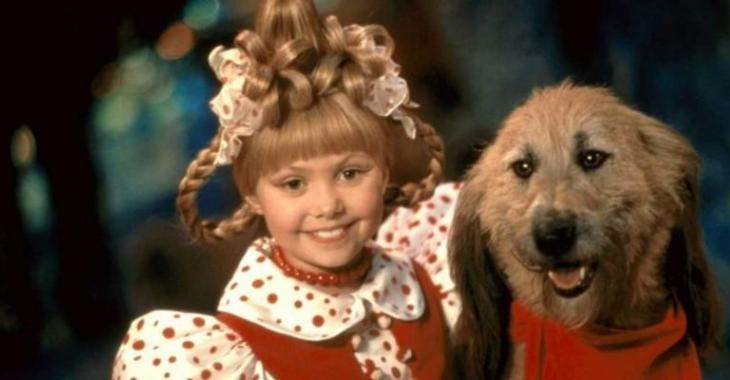 16 ans plus tard, voici à quoi ressemble la petite fille du film Le Grincheux