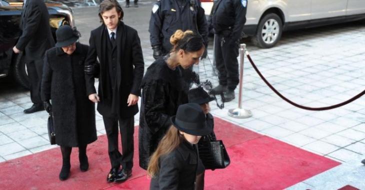 Les émouvantes photos de Céline et ses fils aux funérailles de René Angélil