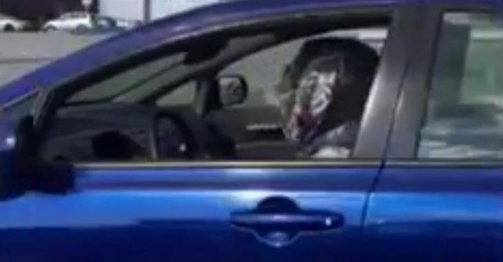 Une vidéo d'une femme voilée au volant indigne une personnalité québécoise...