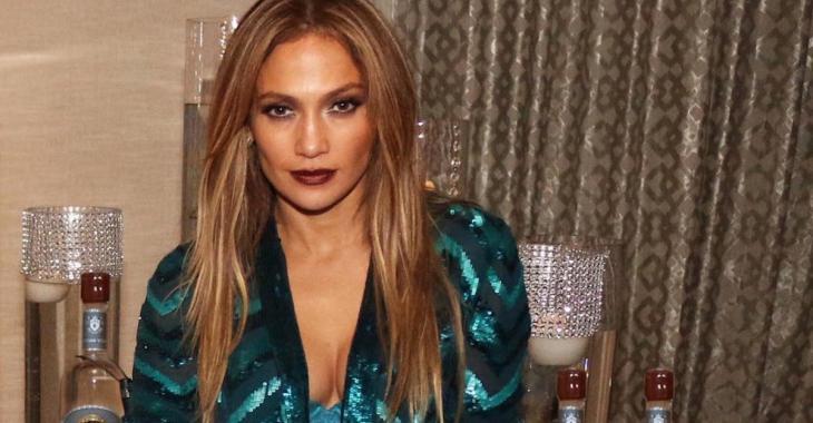 Jennifer Lopez est officiellement en couple avec un chanteur du coin!