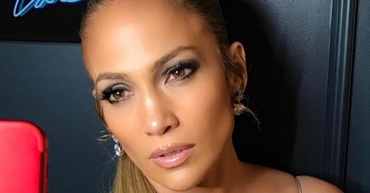 Jennifer Lopez célèbre son anniversaire dans une robe complètement transparente!