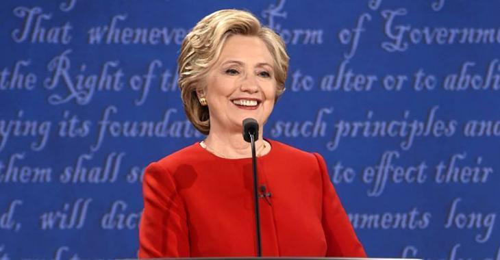 Un magazine québécois cause une immense controverse en publiant une photo d'Hillary Clinton!