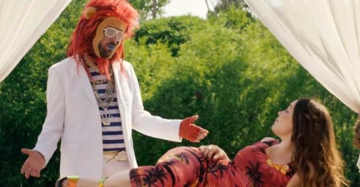 Sabrina Sabotage, de La Voix, et un lion dans le clip le plus fou de l'été!