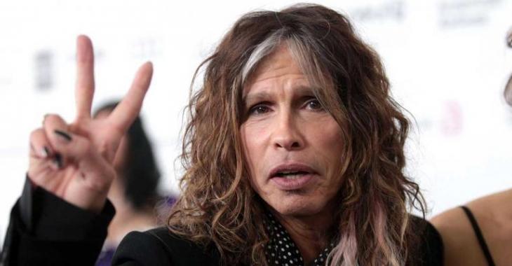 La nouvelle flamme du chanteur d'Aerosmith a 40 ans de moins que lui!