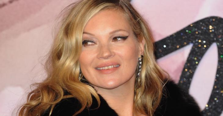 À 43 ans, Kate Moss pose complètement nue et vous n'en croirez pas vos yeux!