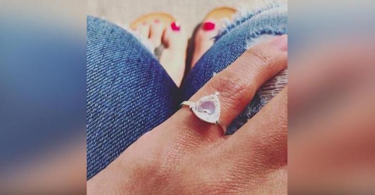 Si vous voyez une femme avec une bague au petit doigt, voici ce que ça veut dire!