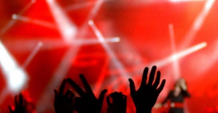 Un grand musicien du rock meurt sur scène en plein concert