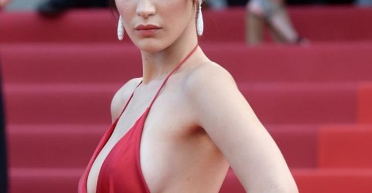 Une star se présente (presque) nue sur le tapis rouge de Cannes...