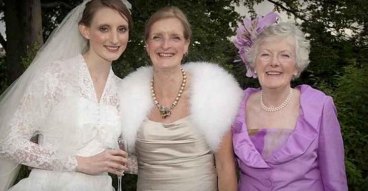 Cette photo de mariage fait le tour du monde... En regardant la robe, vous comprendrez pourquoi!
