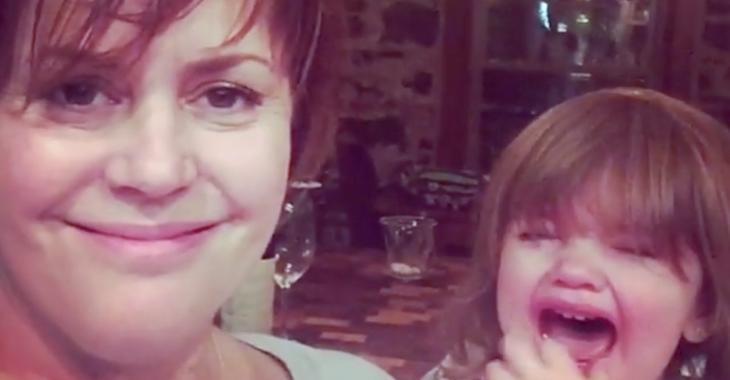 Patricia Paquin dans une vidéo avec sa fille pour montrer la réalité d'une mère!