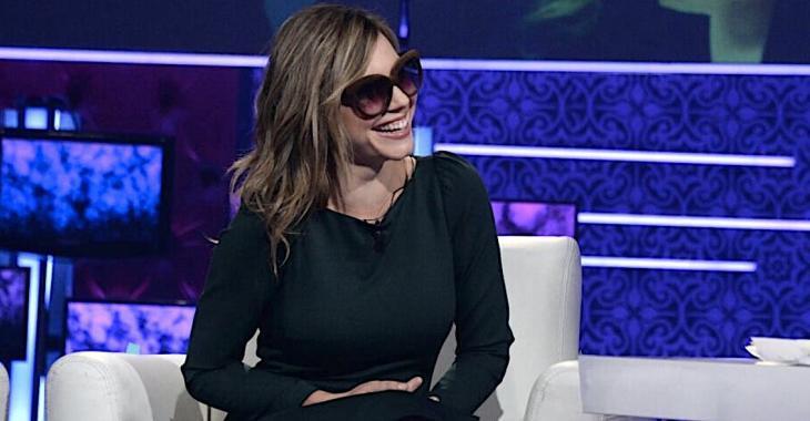 Magalie Lépine-Blondeau n'enlève pas ses lunettes soleil pour son entrevue à «En mode Salvail»