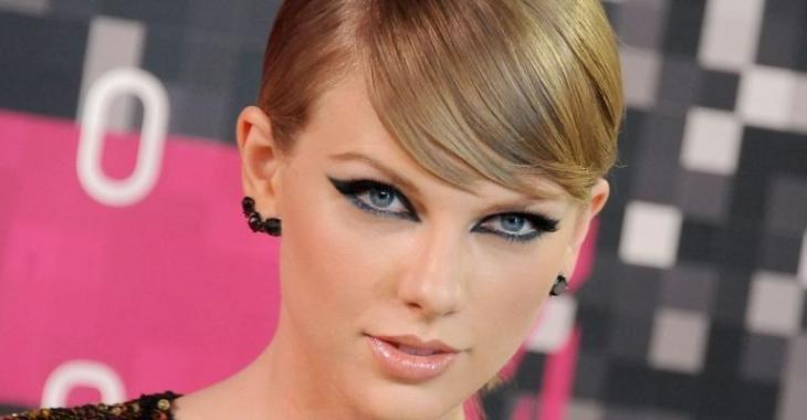 2 semaines après sa séparation, Taylor Swift a un nouveau célèbre chum!