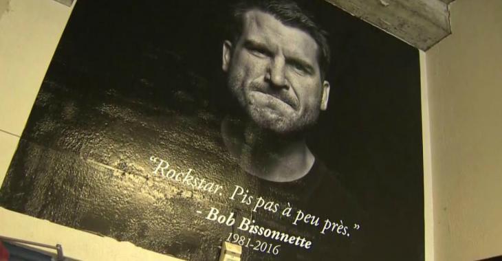 Des centaines de personnes offrent un dernier adieu touchant à Bob Bissonnette