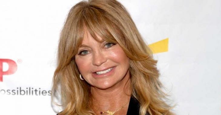 À 70 ans, Goldie Hawn est encore splendide en maillot de bain!