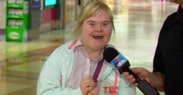 Une jeune fille s'invite dans un reportage télé et vole la vedette!