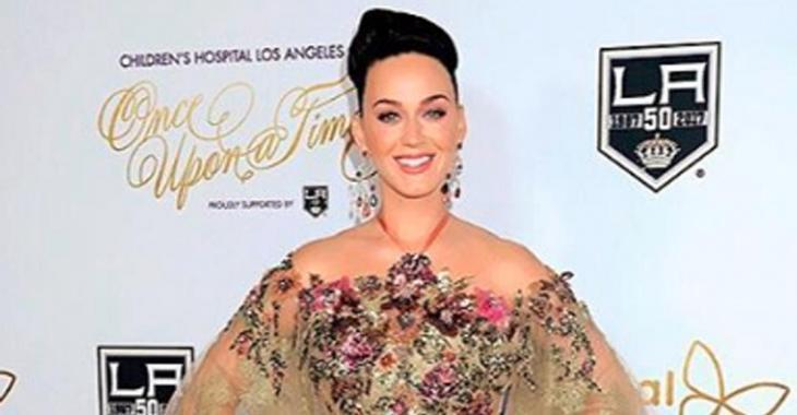 Katy Perry déclenche une tempête sur la Toile en dévoilant son costume d'Halloween!