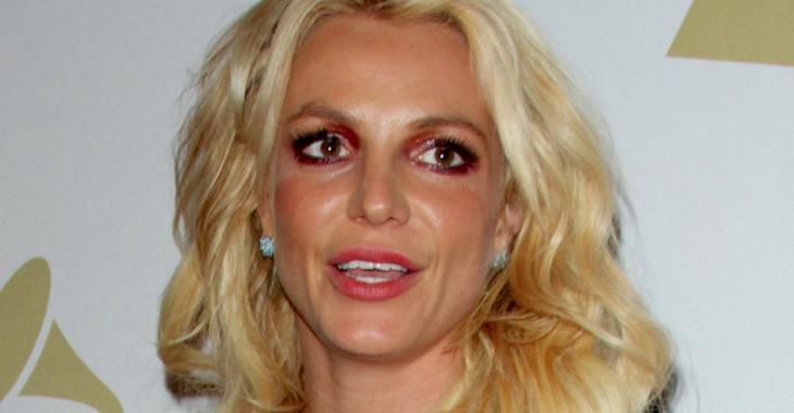 Britney Spears pose seins nus sur Instagram...