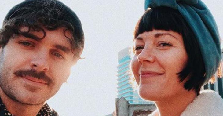 Le look d'Alex Nevsky et Vanessa Pilon ne laisse personne indifférent sur le tapis rouge du Gala Artis