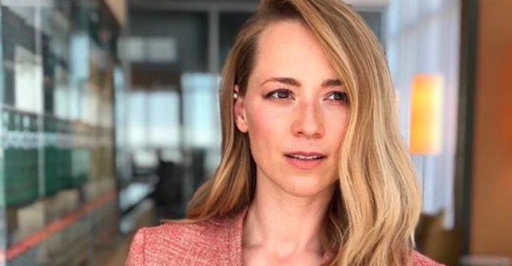 Le look de Karine Vanasse fait tourner toutes les têtes au Gala Québec Cinéma