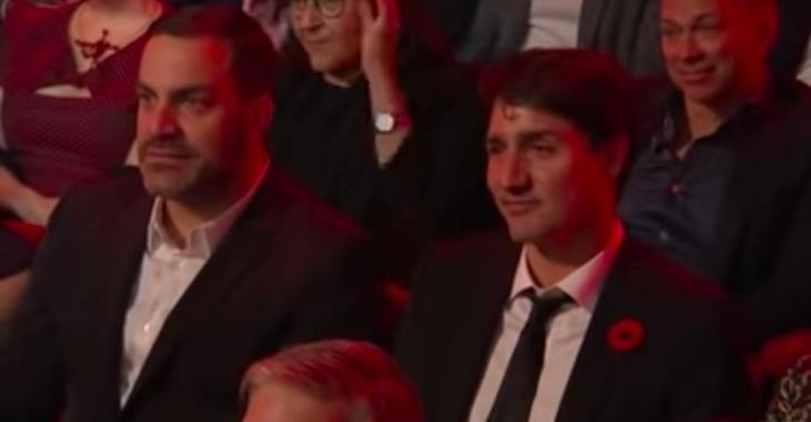 Yann Perreau attaque Justin Trudeau devant tout le monde et reçoit une ovation