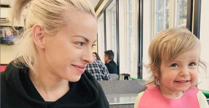 Marie-Mai publie une photo «trop chou» de sa petite Gisèle avec une barbichette