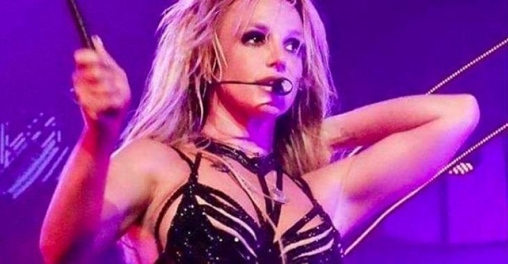 Céline Dion envoie des ondes positives à Britney Spears qui est entrée en centre psychiatrique