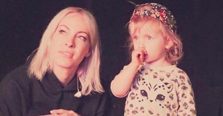 À VOIR: Gisèle monte sur scène pour chanter avec sa maman Marie-Mai
