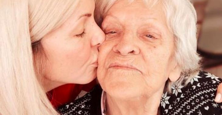 Véronique Cloutier se confie avec beaucoup d'émotion sur le deuil qu'elle a vécu suite au départ de sa grand-maman