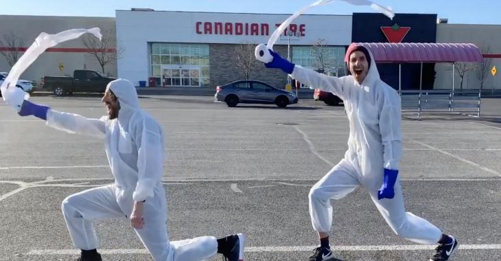 À VOIR: Jérémy Demay et Mathieu Cyr font la chanson du coronavirus et la vidéo est complètement virale