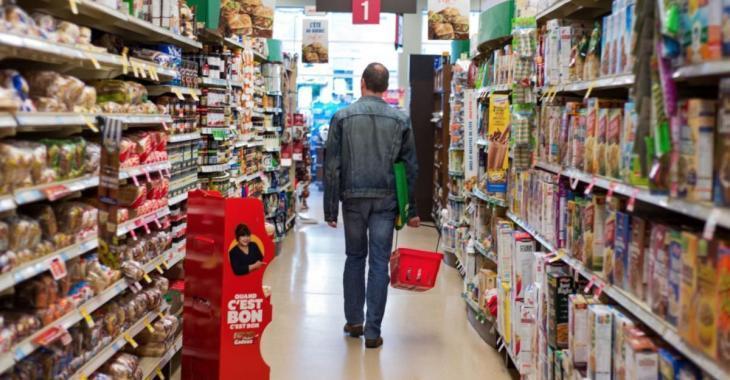 Un père prend la défense de ses enfants employés d'épicerie et sa publication devient virale