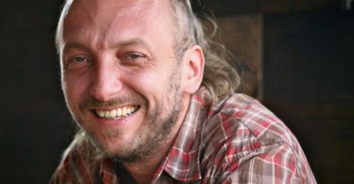 Bernard Adamus met sa carrière sur pause et s'excuse, après des allégations d'inconduite sexuelle