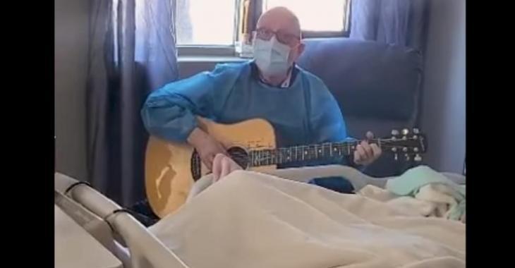 Patrick Norman chante une chanson à sa mère en soins palliatifs