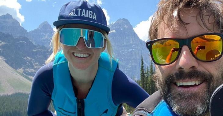 Guillaume Lemay-Thivierge et Émily Bégin font tourner toutes les têtes en maillot durant leurs vacances