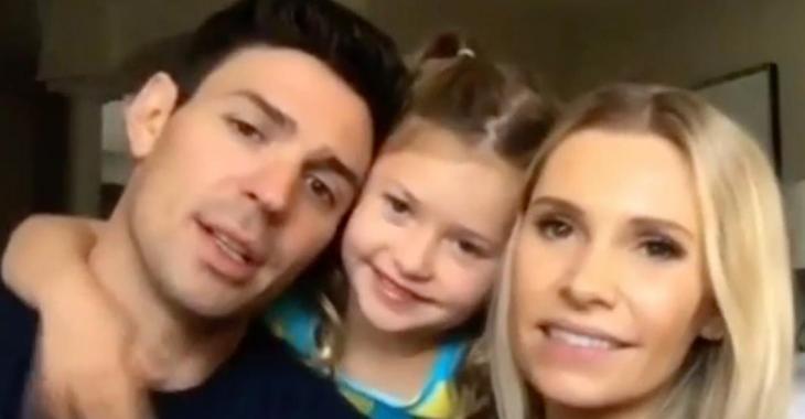 Carey et Angela Price se livrent sur leurs défis de parents et leur fille vole complètement la vedette