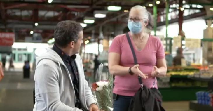 Une femme fait irruption sur le tournage de Sucré Salé pendant une entrevue avec Arnaud Soly